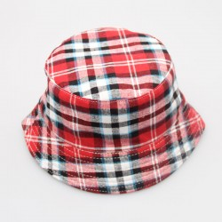 Chapeau à carreaux